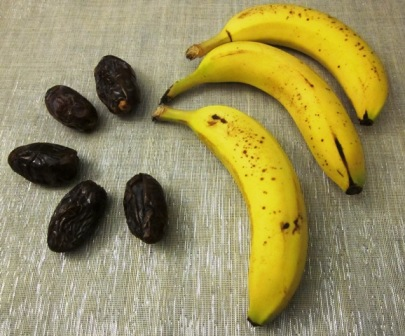 Dates and bananas! Try this date and banana pick-me-up smoothie! YUM YUM!
