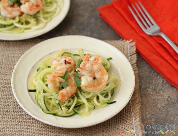 5 ingredient shrimp scampi with zoodles! PLUS 13 more Low-Carb dinner recipes to try out. #LowCarb #HealthyHappySmart #diet #WeightLoss