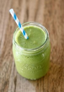Quick Breakfast Ideas: Hearty Green Smoothie - #HealthyHappySmart