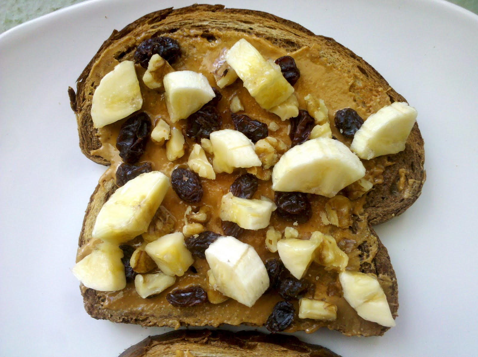Healthy After School Snack ideas for Kids: Toast with peanut butter, raisins, walnuts and banana slices!
