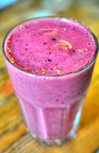 berry smoothie - PLUS 4 more healthy and quick recipes that include berries!
