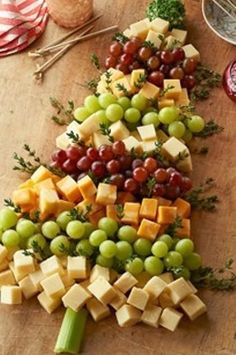 *Good For You* Party Food & healthy snacks - Beautiful tree made with fruit & cheese! | HealthyHappySmart.com