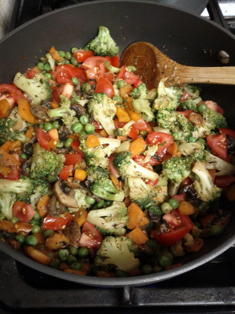 Spaghetti Squash Primavera - #LowCarb #vegan, #glutenfree, #vegetarian, #Paleo -- PLUS 13 more low carb dinner ideas.