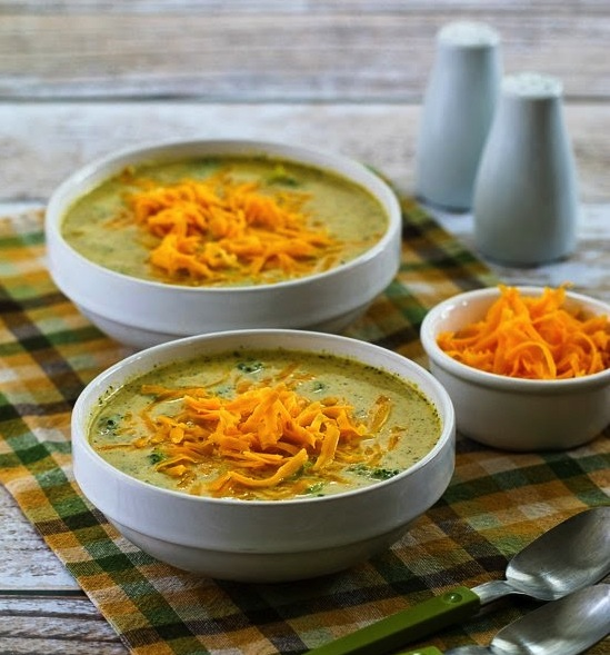Cheesy Low Carb Broccoli and Cauliflower Soup - #HealthyHappySmart #Recipe #LowCarb #Diet - PLUS 13 more low carb recipes for dinner