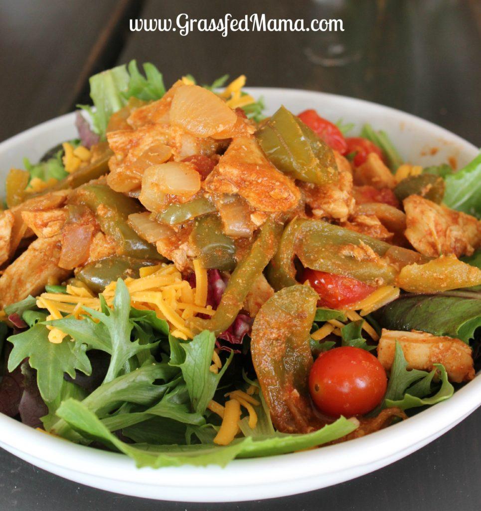 Baked Chicken Fajita Salad - #LowCarb #Recipe - PLUS 13 more low carb dinner ideas - #WeightLoss #HealthyHappySmart