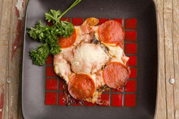 Portobella Mushroom Pizza - #LowCarb #Recipe - PLUS 13 more low carb dinner recipes. #weightloss #HealthyHappySmart #MealPlans