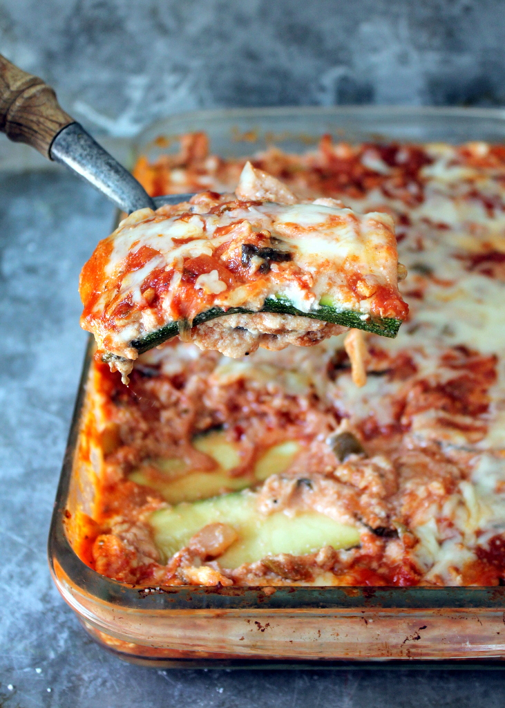 Zucchini lasagna with Spicy Sauce - PLUS 13 other low carb dinner recipes - #LowCarb #glutenfree #EatClean #Diet #HealthyHappySmart